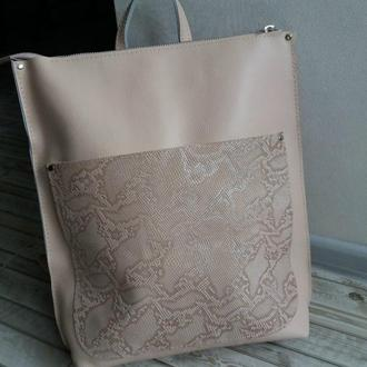 Сумка-рюкзак из натуральной кожи крамбз + рептилия. Цвет бежевый.