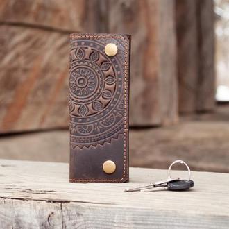 Ключница кожаная мужская темно-коричневая с орнаментом