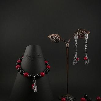 Комплект украшений из гагата,коралла и серебра 925 пр.