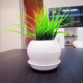 Искусственная трава в горшке белого глянцевого цвета