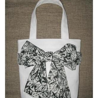 Julie - женская летняя сумка из белоснежного кожезаменителя.