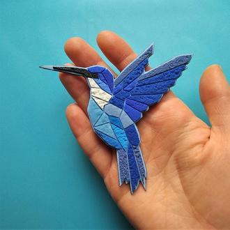 Геометрическая брошь Колибри. Авторская брошь синяя птица Колибри. Украшение фиолетовая Птичка