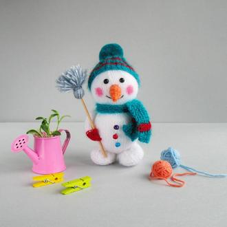 Снеговик пушистик.