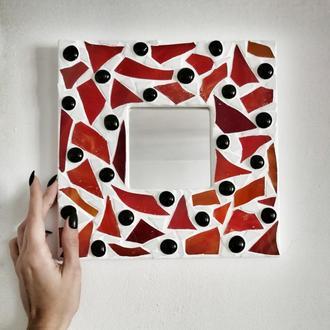 Зеркало в мозаичной раме, красная мозаика, зеркало-декор