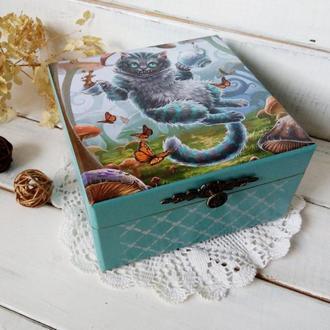 Шкатулка для чайных пакетиков Алиса в стране чудес.-чаепитие с Чеширским котом. Подарок для женщин.