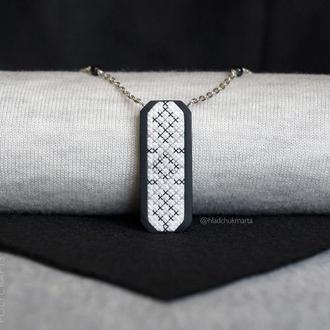 """Підвіска """"Українські традиції"""" в чорно-сірих тонах з полімерної глини Варіант 1"""