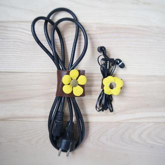 Набор кожаных держателей для наушников, зарядных, проводов с милыми желтыми цветочками