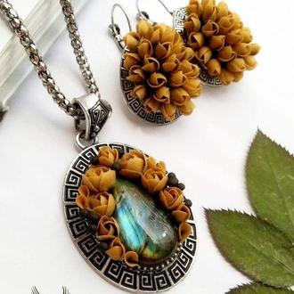 Коричневый комплект, кулон, серьги с цветами из полимерной глины и лабрадоритом, цветочный
