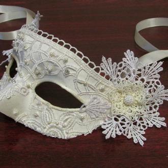 """Белая """"свадебная"""" маска"""