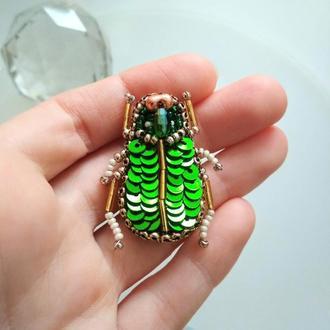 Брошь зеленый жук скарабей
