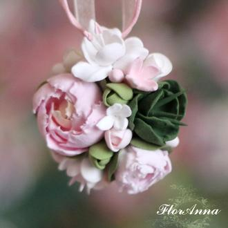 """Кулон с цветами  """"Пионовая свежесть"""""""