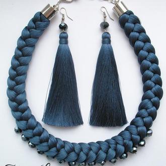 Шёлковый синий комплект с хрустальными бусинами в тон