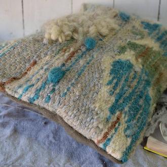 Тканая подушка для интерьера