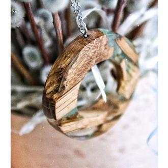 'ФЕМІДА', Кулон з ювелірної смоли і деревини дуба, Подарунок для жінок та дівчат