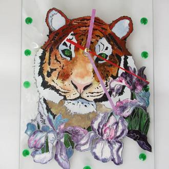 Тигр в ірисах