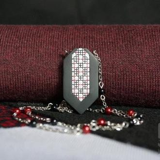 """Підвіска """"Українські традиції"""" в чорно-червоних тонах з полімерної глини Варіант 5"""
