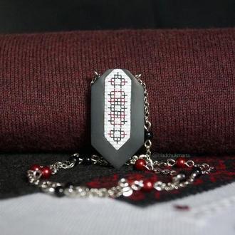 """Підвіска """"Українські традиції"""" в чорно-червоних тонах з полімерної глини Варіант 6"""