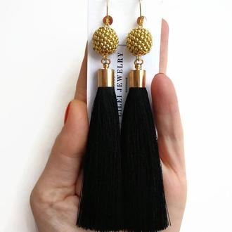 Длинные черные сережки-кисточки с золотыми бусинами