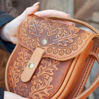 Маленькая кожаная сумочка светлая рыжая через плечо с орнаментом тиснение этно стиль