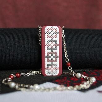 """Підвіска ручної роботи """"Українські традиції"""" в бордових тонах з полімерної глини Варіант 2"""
