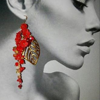 """Серьги красные """"цветочные грозди""""  с листиком под золото"""