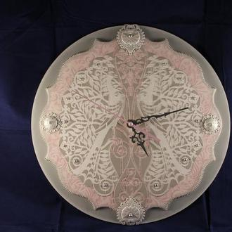 Часы настенные  Белые павлины
