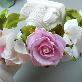 Обруч с розами и гортензией