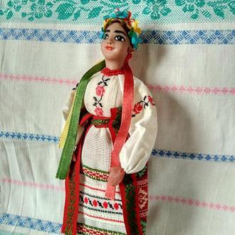 Кукла ручной работы в национальном костюме