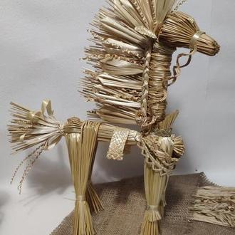 Лошадь из соломы