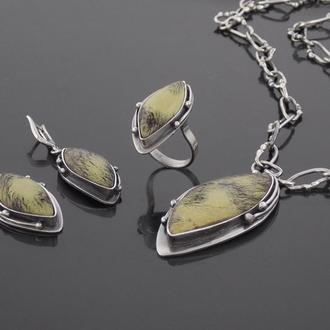 Серебряный комплект с натуральными камнями.