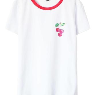 Белая футболка с вишенками