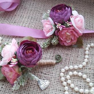 Комплект бутоньерок Plum Ranunculus Бутоньерка для свидетеля  Повязка с цветами для подружек