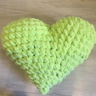 Подушка «Сердце»из плюшевой пряжи