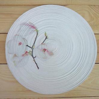 Плетеная сервировочная подставка под тарелку.
