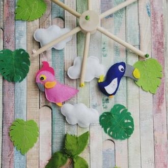 Фетровый мобиль в детскую кроватку Pink&Blue Parrots