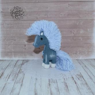 Джинсовая лошадка, вязаная игрушка