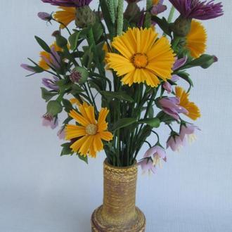 Букет полевых цветов из холодного фарфора.