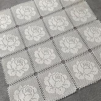 Квадратная салфетка из мотивов роз