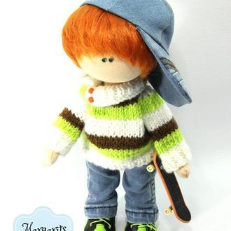 Интерьерная текстильная кукла мальчик Рыжий со скейтом