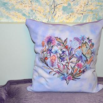 Декоративная подушка с  вышивкой Цветочное сердце