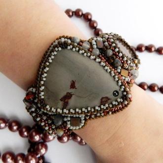 Женский браслет с яшмой и аммонитами