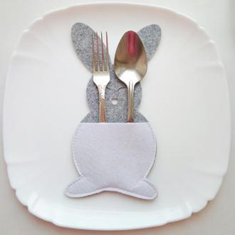 Конверт, чехол (куверт) для столовых приборов в форме зайца. Пасхальный декор