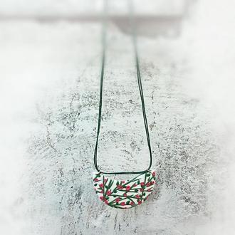 Необычный кулон - подвеска с ярким цветочным орнаментом.