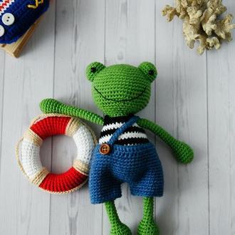 Вязаная лягушка Питер
