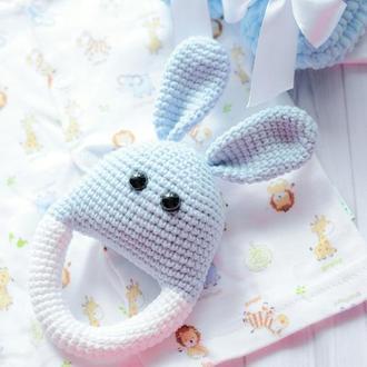 Набор для новорожденного малыша (пинетки, погремушка - грызунок )
