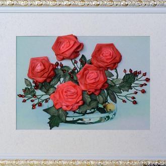 Картина вышитая лентами. Алые розы..