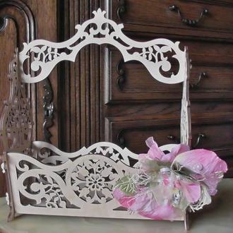 Ажурная корзина с декором для подарков