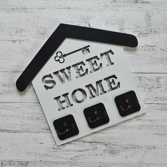Ключница домиком из дерева Sweet Home. ключница настенная открытая, полка для ключей, двойные крючки