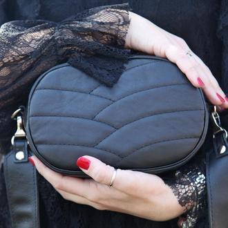 Овальная кожаная сумка кроссбоди. Шкіряна сумка чорна