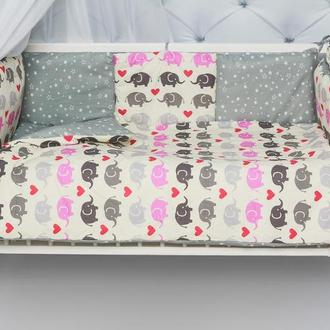Набор постельного из 8 элементов в кроватку младенца
